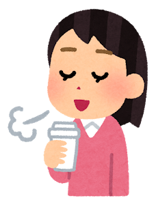 コーヒーを飲む女性